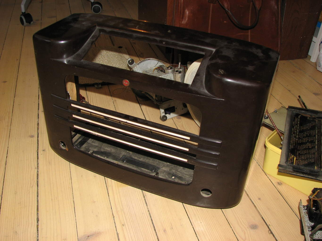 Electronics Project Old Radio Hacked Into An Iphone Dock To Make A Functional Circuit On Paper Hacks Mods Circuitry 1937 Philips Stripped