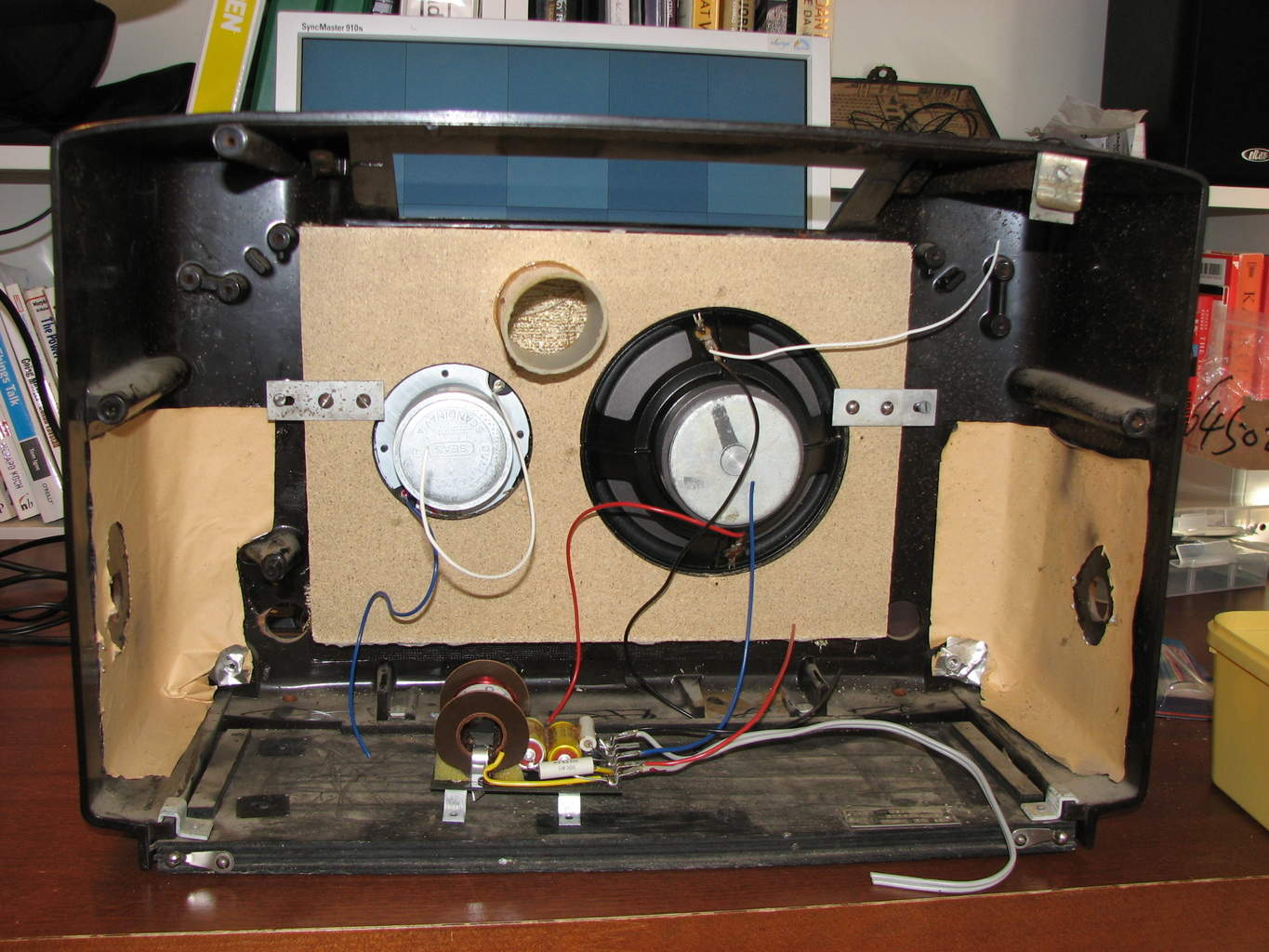 electronics project old radio hacked into an iphone dock rh build electronic circuits com