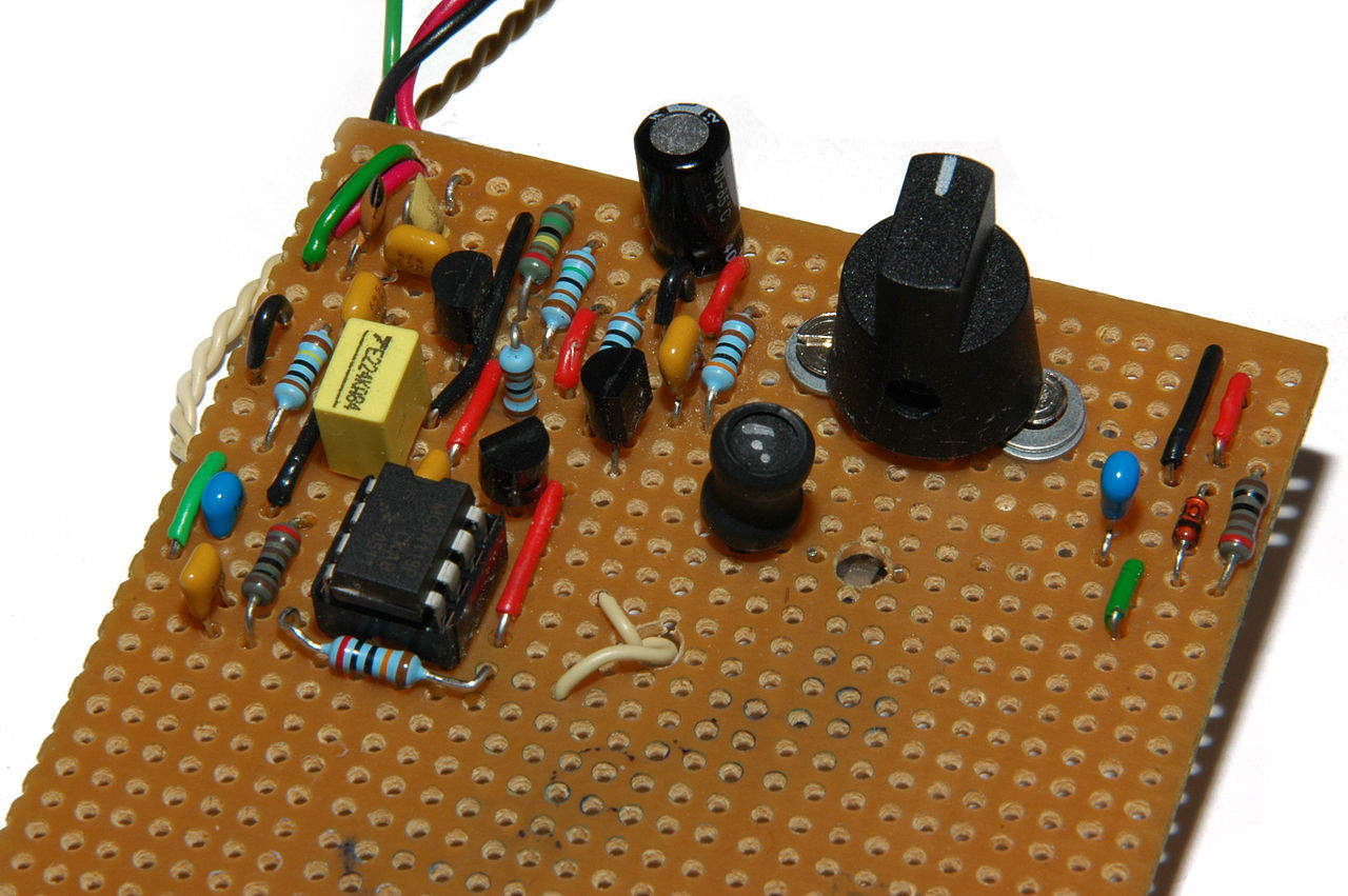 How to make your own circuit board build electronic circuits build circuits using a stripboard solutioingenieria Images