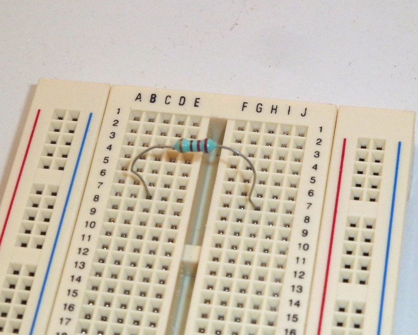 resistor on breadboard correct connection build electronic circuits