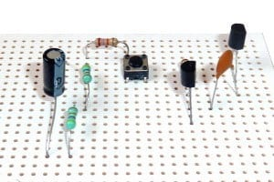 Getting started in electronics: Stripboard circuit with components