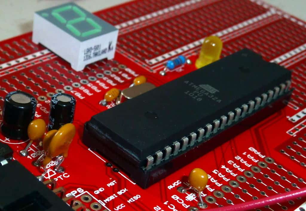 Microcontroller tutorial: Atmega32 in a circuit